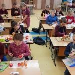 Vaikai_gamino_zmogeliukus_is_darzoviu